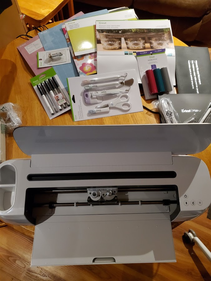 Cricut Maker with starting bundle